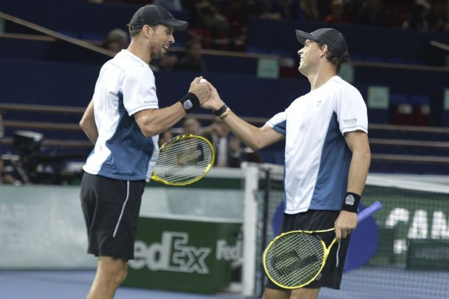 Bob Bryan et Mike Bryan... (PHOTO MIGUEL MEDINA, AFP)