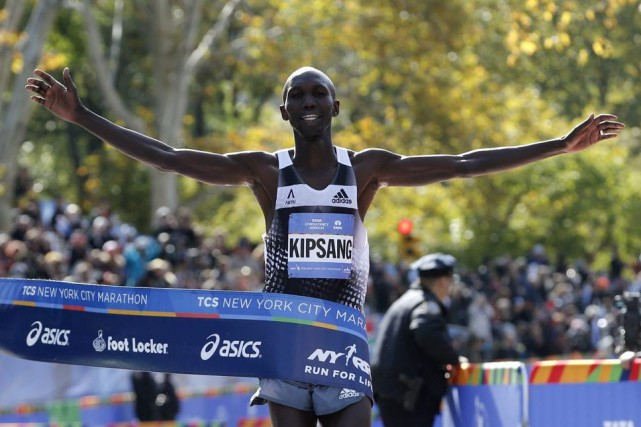Wilson Kipsang... (PHOTO MIKE SEGAR, REUTERS)