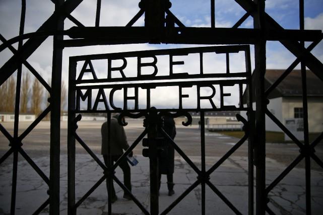«Arbeit macht frei» (Le travail rend libre)... (Photo MICHAEL DALDER, Reuters)