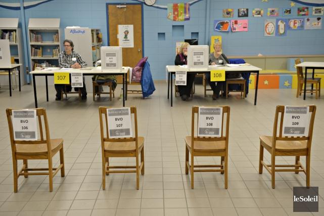Ce bureau de vote de l'école des Berges,... (Le Soleil, Pascal Ratthé)