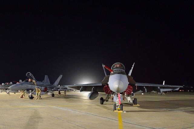 Des avions de chasse CF-18 canadiens ont décollé... (Photo: Reuters)