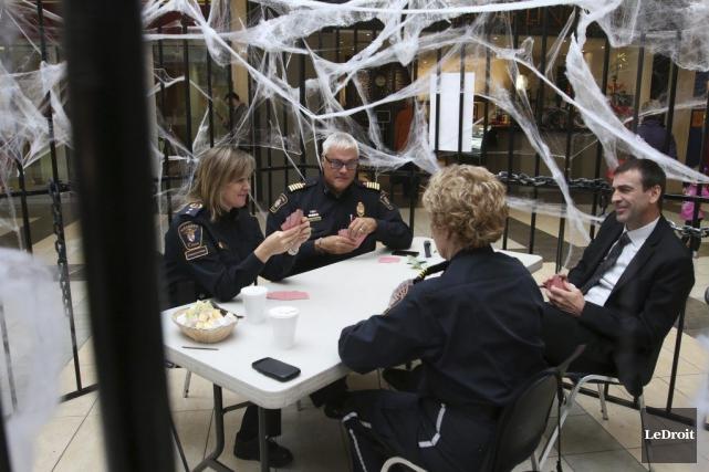 Quatre chefs de la sécurité et des services ambulanciers d'Ottawa sont entrés... (Patrick Woodbury, LeDroit)