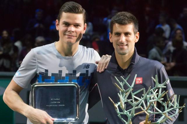 Milos Raonic (à gauche) s'est avoué vaincu en... (Photo Michel Euler, AP)
