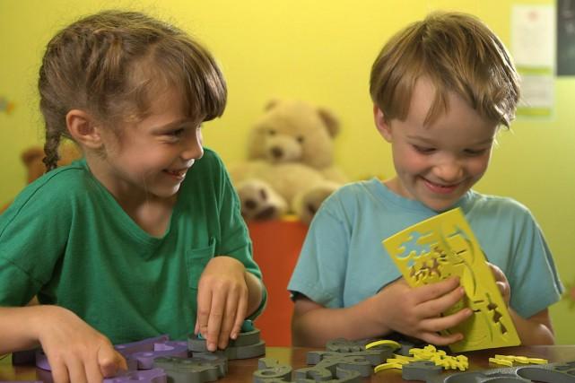Des enfants testent les jouets du palmarès de... (Photo: fournie par Télé-Québec)