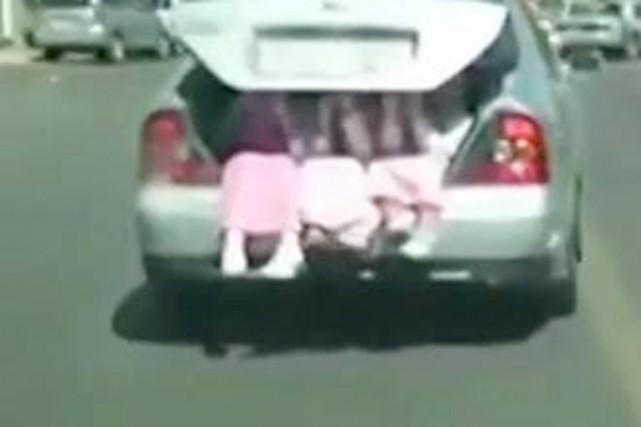 Cette vidéo a soulevé l'indignation des Saoudiens et... (IMAGE YOUTUBE/FRANCE24.COM)
