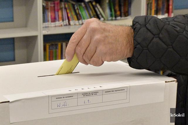 Moins de 5 % des électeurs ont voté... (Le Soleil, Pascal Ratthé)