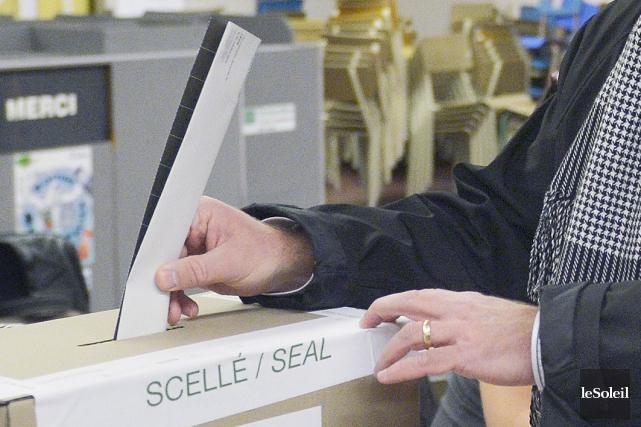 Le Parti libéral a annoncé jeudi avoir versé plus d'un demi-million de dollars... (Photo Jean-Marie Villeneuve, archives Le Soleil)