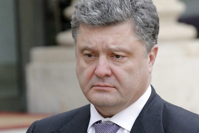 Petro Porochenko... (PHOTO CHRISTOPHE ENA, ARCHIVES ASSOCIATED PRESS)