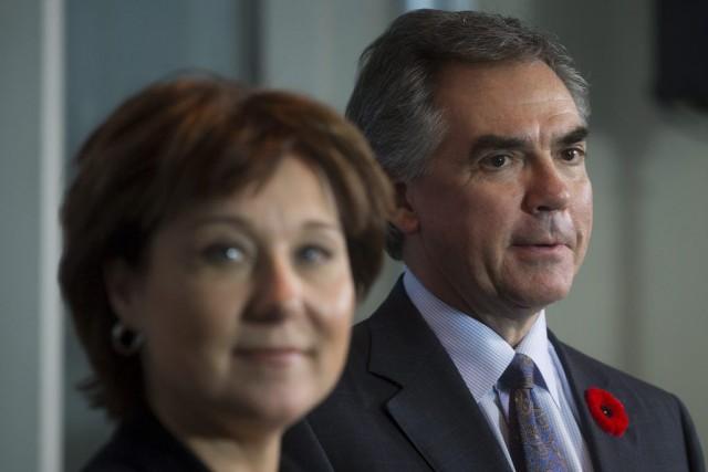 Le premier ministre de l'Alberta Jim Prentice, et... (Photo DARRYL DYCK, PC)
