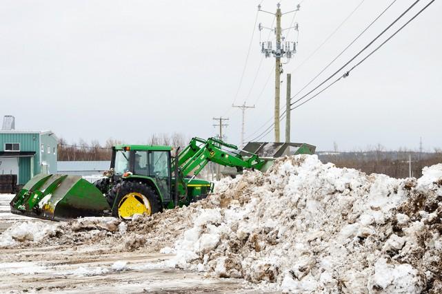 Chasse-neige et tracteurs de déneigement ont fait entendre... (Collaboration spéciale Johanne Fournier)