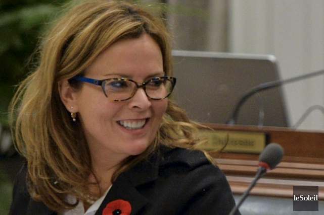 La conseillère Anne Guérette lors du conseil municipal,... (Le Soleil, Pascal Ratthé)