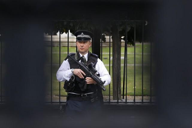 La police britannique a arrêté un jeune homme de 18 ans soupçonné d'avoir... (Archives AP)