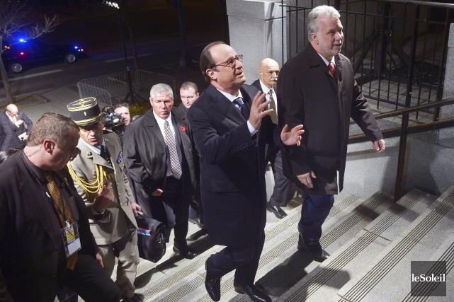François Hollande et Philippe Couillard à leur arrivée... (Le Soleil, Jean-Marie Villeneuve)