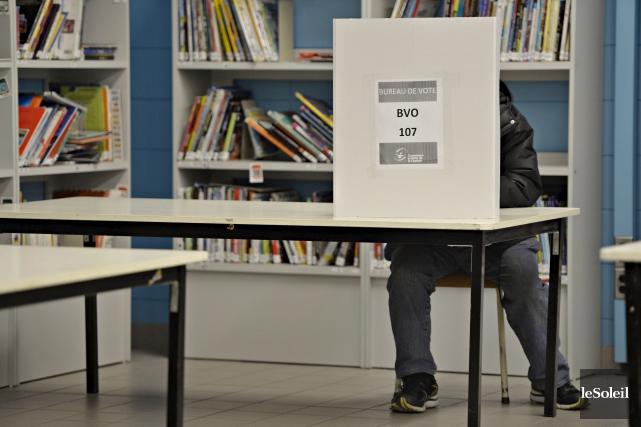 Le taux de participation aux élections scolaires se... (Le Soleil, Pascal Ratthé)