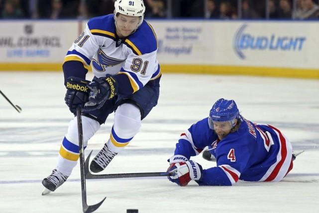 Vladimir Tarasenko a réussi le but vainqueur en fusillade et les Blues de St.... (Adam Hunger)