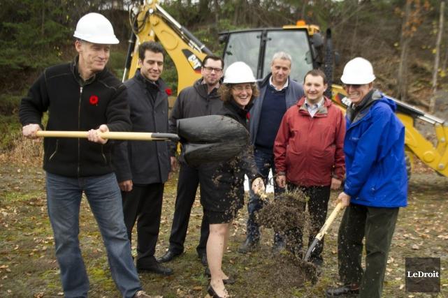 Le nouveau projet d'aqueduc a été lancé hier,... (Martin Roy, LeDroit)