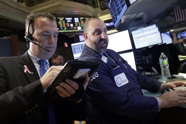 L'indice S&P 500 a terminé le mois d'octobre... (Photo Richard Drew, archives AP)