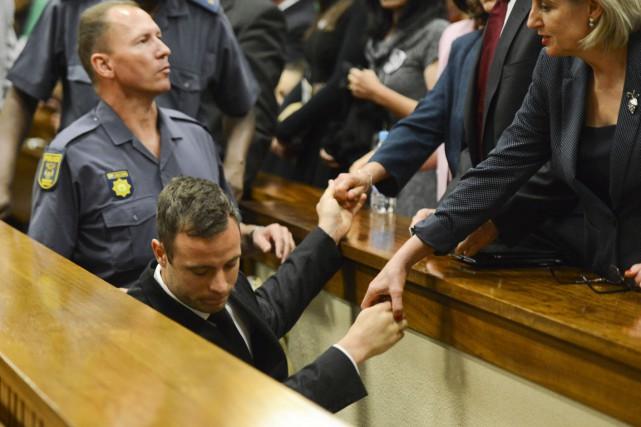 Oscar Pistorius a commencé à purger sa peine... (PHOTO HERMAN VERWEY, ARCHIVES AFP)