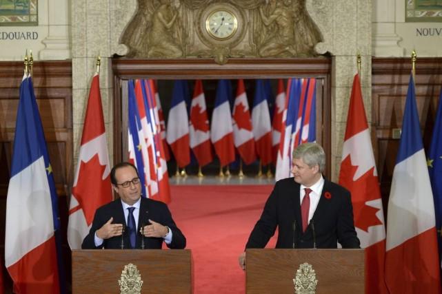Le président français François Hollande et le premier... (La Presse Canadienne)