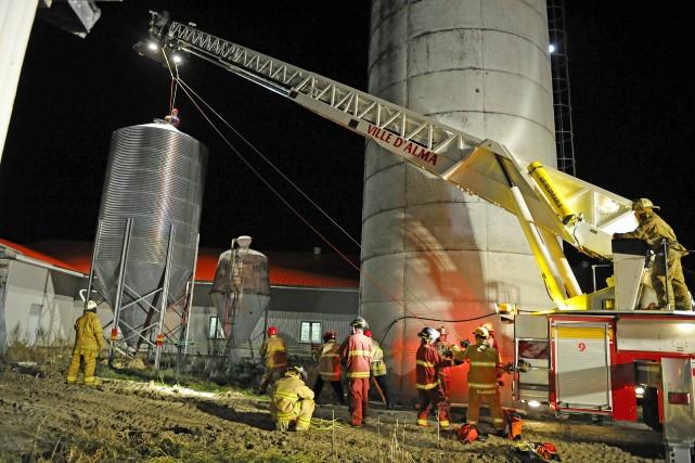 Prisonnier d'un silo à grains pendant près de deux heures, le propriétaire... (Gimmy Desbiens)