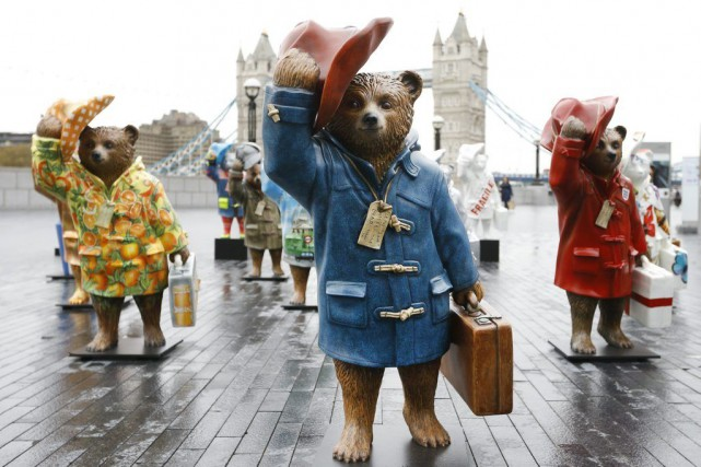 Des statues de l'ours Paddington près de Tower... (Photo: AP)
