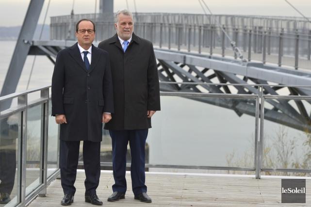 Le président français François Hollande (à gauche) et... (Le Soleil, Yan Doublet)