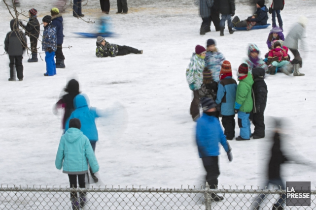 Aller jouer dehors. Glisser dans la neige. Faire des bonhommes de neige. Tout... (Archives La Presse)
