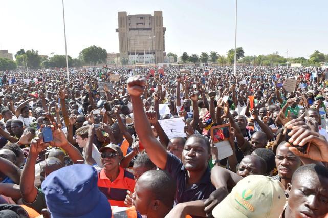 Certains autocrates africains ont dû suer en voyant... (Photo Issouf Sanogo, Agence France-Presse)