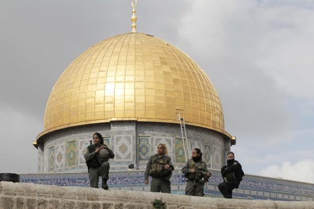 Fait exceptionnel: les policiers israéliens sont entrés dans... (PHOTO AHMAD GHARABLI, AFP)