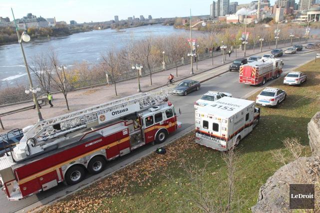 Les services d'urgence d'Ottawa ont été appelés à secourir ce qui semble être... (Étienne Ranger, LeDroit)