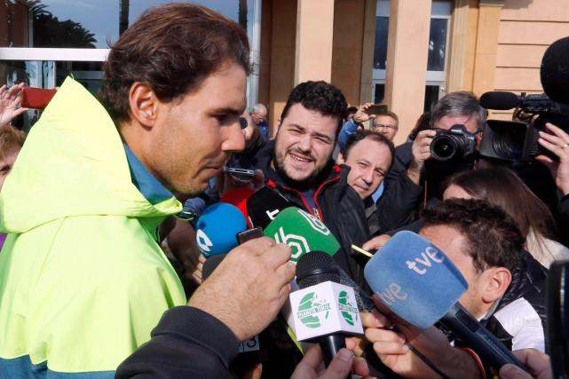 Rafael Nadal s'est brièvement adressé aux journalistes qui... (Photo Gustau Nacarino, Reuters)