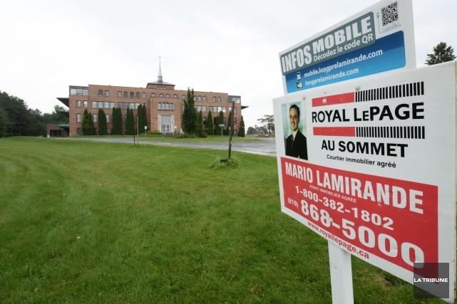 Le bâtiment abritant l'ancienne école privée Les Arbrisseaux passera aux mains... (Archives La Tribune)