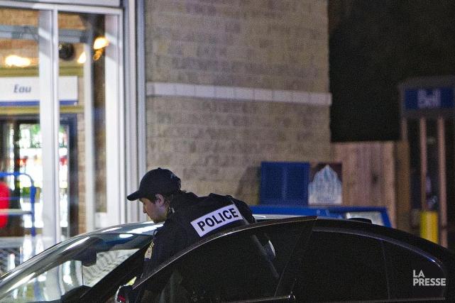 Un homme de 21 ans de Sherbrooke a été surpris par les policiers à sa sortie... (Archives La Presse)
