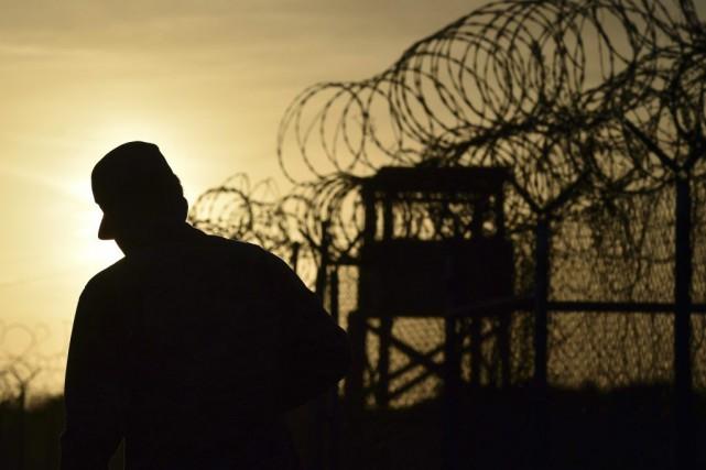 Ce transfèrement, le premier d'un détenu de Guantanamo... (PHOTO MLADEN ANTONOV, ARCHIVES AFP)