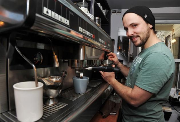Sam, c'est le proprio du Tassé - Café... (ARCHIVES LA NOUVELLE)