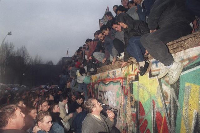La chute du mur de Berlin dans la... (Archives AFP, Patrick Hertzog)