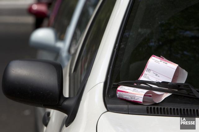Même si l'interdiction de stationnement dans les rues de Sherbrooke la nuit... (Archives La Presse)