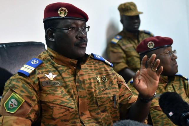 Le lieutenant-colonel Isaac Zida, l'actuel homme fort du... (Photo ISSOUF SANOGO, AFP)
