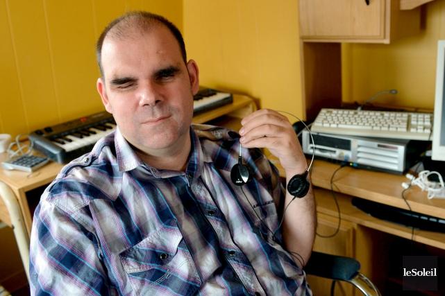Miguel Ross est aveugle, il devait être embauché... (Le Soleil, Erick Labbé)
