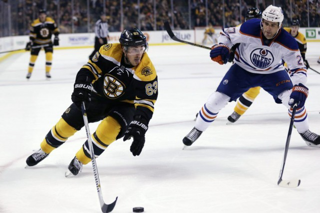Les Bruins ont transformé un déficit de 2-1... (Photo AP)