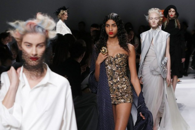 Le défilé de la collection Haute Couture Printemps-Été... (Photo Jacques Brinon, AP)