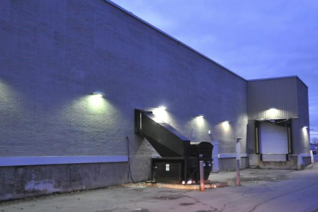 Le quatuor de voleurs avait défoncé une porte... ((Photo Michel Tremblay))