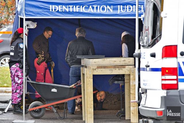 Les enquêteurs concentrent leurs recherches sur un stationnement... (Photo Patrick Sanfaçon, La Presse)