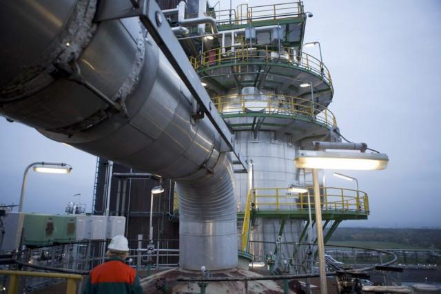 Les prix du pétrole ont fini en hausse vendredi à New York, dans un marché... (PHOTO AXEL SCHMIDT, REUTERS)
