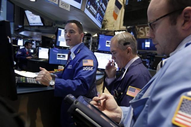 Wall Street a battu de justesse de nouveaux records vendredi, aidée par un... (PHOTO RICHARD DREW, ARCHIVES AP)