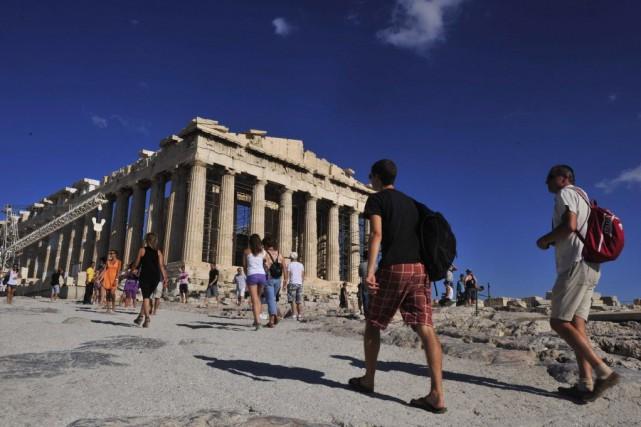 Le tourisme est plus que jamais le secteur... (Photo LOUISA GOULIAMAKI, archives AFP)