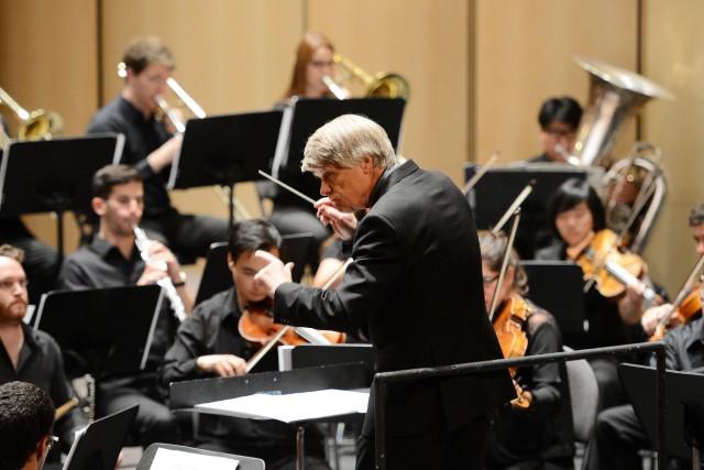 Voici Jacques Clément, alors qu'il dirigeait l'Orchestre de... ((Archives))