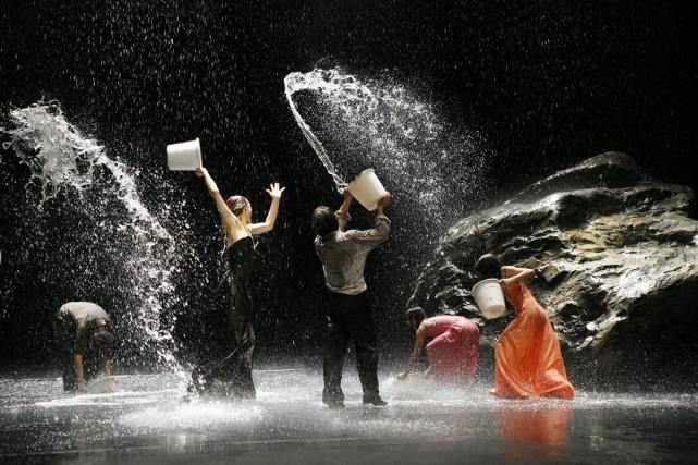Le spectacle Vollmond, de la chorégraphie Pina Bausch,... (Courtoisie)