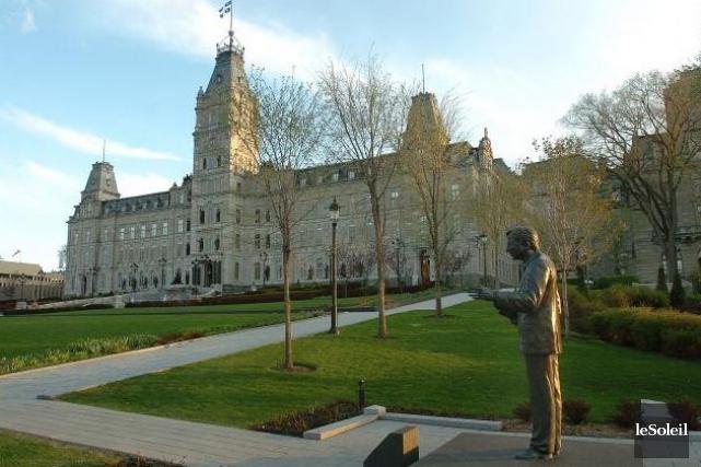 Le parlement de Québec... (Photothèque Le Soleil, Jean-Marie Villeneuve)