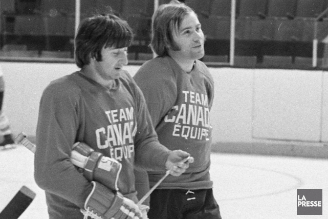 Guy Lapointe et Ken Dryden au camp d'entraînement... (Photo d'archives, La Presse)